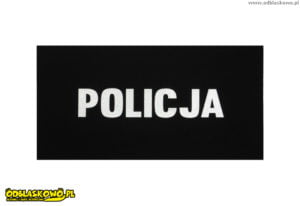 Emblematy odblaskowe na czarnym tle napis policja