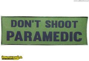 Napis dont shoot paramedic na naszywce