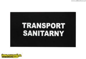 Napis na czarnej naszywce transport sanitarny odblaskowy