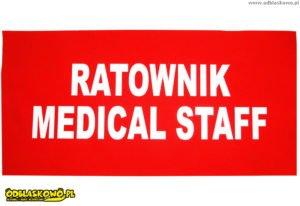 Naszywka na czerwonym tle napis ratownik medical staff