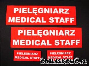 Naszywka odblaskowa napisy pielęgniarz medical staff czerwona
