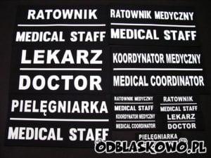 Naszywki medyczne z kreską na czarnym tle