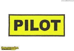 Naszywki odblaskowe na żółtym tle z napisem pilot