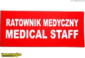 Naszywki odblaskowe w czerwonym tle ratownik medyczny medical staff