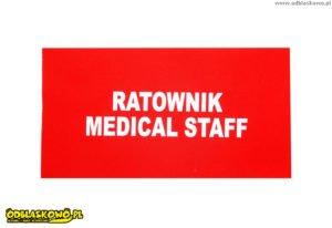 Ratownik medical staff na czerwonym tle odblaskowy