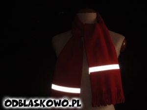 Szalik odblaskowy w nocy czerwony