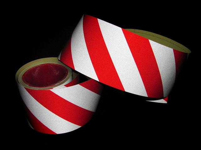 Taśma czerwono biała 10 cm skos samoprzylepna
